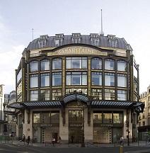 شعبهای از فروشگاه سفورا در پاریس